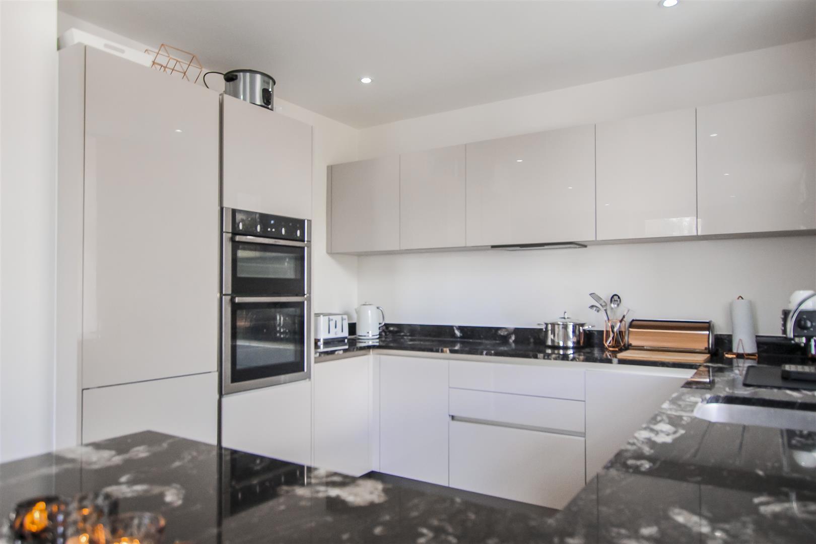3 Bedroom Duplex Apartment For Sale - Image 36